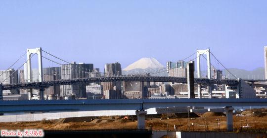 首都高晴海線から見た富士山とレインボーブリッジ