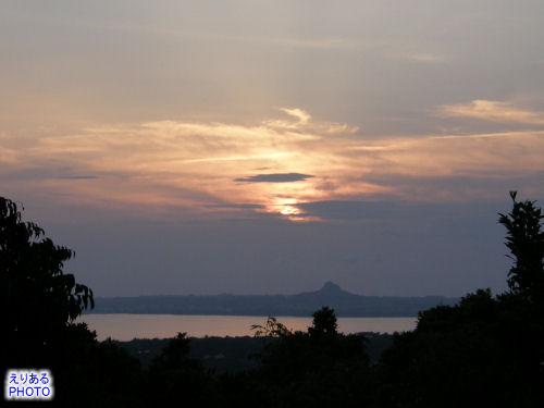 伊江島に沈む夕陽