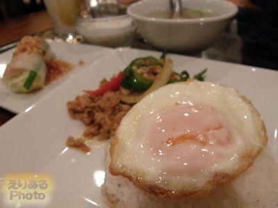 ガイ・ガパオ・ラー・カオ(鶏挽肉バジル炒めのせごはん)