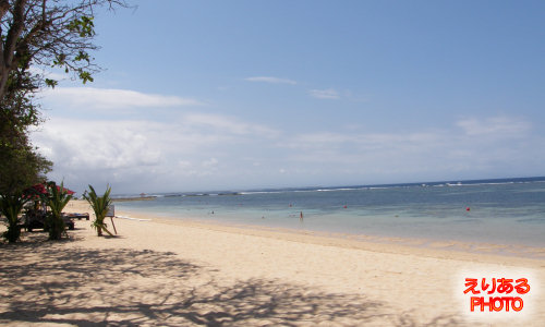 ザ・ラグーナ・リゾート&スパ前のビーチ