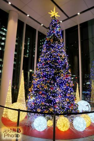2016年のパシフィックセンチュリープレイス丸の内のクリスマスツリー
