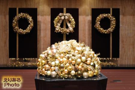 2016年の帝国ホテルの宴会入り口のクリスマス飾り