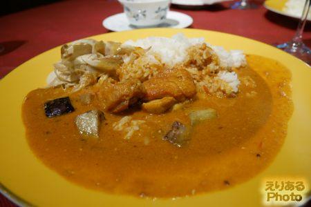 インド風のスパイス香る、伊達鶏チキントマトカレー