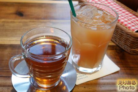 グアバジュースと黒烏龍茶@ソルティ サニー ボンダイ カフェ (SALTY SUNNY BONDI CAFE)