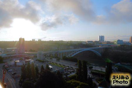 朝陽とレインボーブリッジ