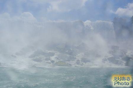 霧の乙女号(MAID OF THE MIST)から見たナイアガラの滝(アメリカ滝)