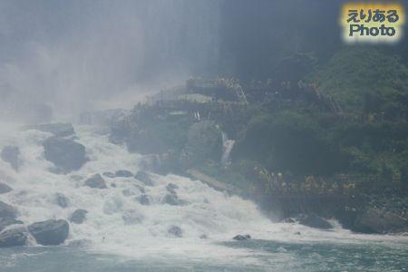 霧の乙女号(MAID OF THE MIST)から見たナイアガラの滝