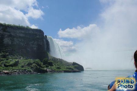 霧の乙女号(MAID OF THE MIST)から見たナイアガラの滝(カナダ滝)