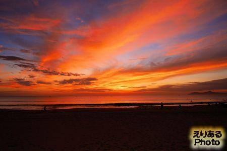 ベトナム・ダナン、ビーチから見た朝陽