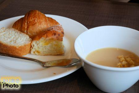 日替わりランチのスープとパン@ステーキハウス フォルクス豊洲店