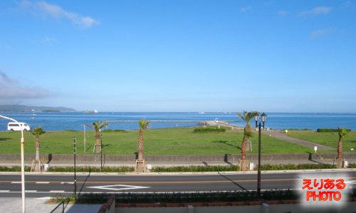 館山シーサイドホテルから見た朝の海