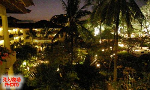 夜のザ・ラグーナ・リゾート&スパ、ヌサドゥア、バリ(THE LAGUNA A LUXURY COLLECTION RESORT)