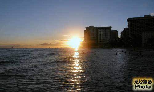 ハワイの夕陽、クヒオ・ビーチにて