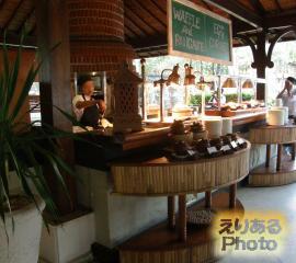 インターコンチネンタル・バリ・リゾート 朝食ビュッフェ ジンバラン ガーデンにて