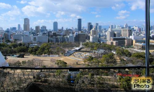 大阪城天守閣から西の方を望む
