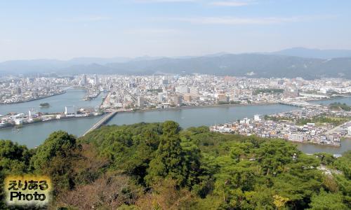 五台山展望台から高知市内を望む