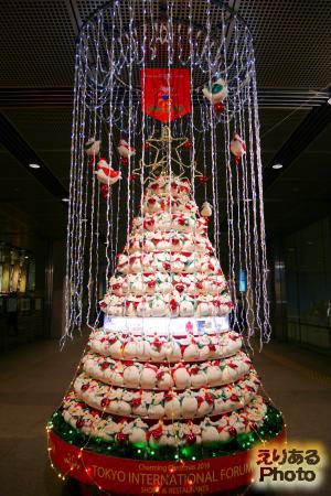 2016年の東京国際フォーラムのクリスマスツリー