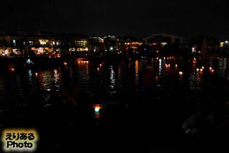 ホイアン ランタン祭り 灯篭流し
