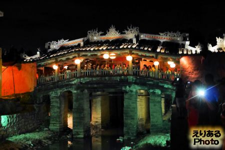 ホイアン 夜の来遠橋(日本橋)