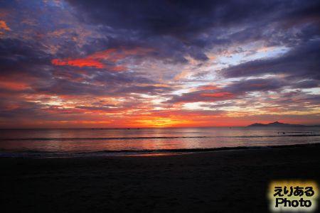 ビーチから見た朝陽、ベトナム・ダナン