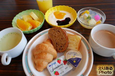 ホテル暖香園の朝食バイキング